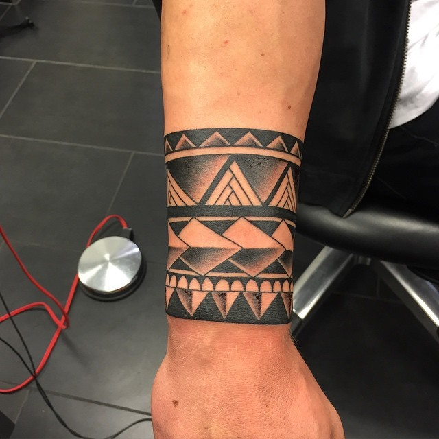 Black ink simple geometrical style wrist tattoo of braw