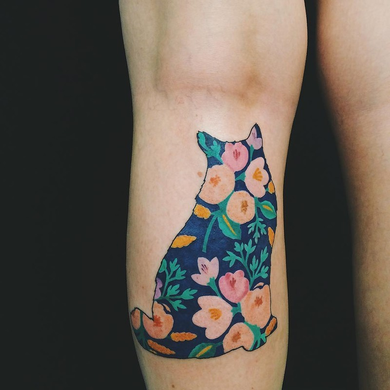 For girls style cat shaped tattoo on leg with flowers