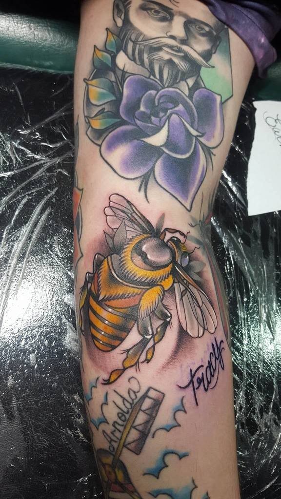 New school style colored tattoo fo big bee with man portrait and flower