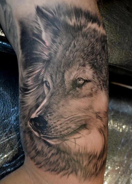 Tatuaggio pittoresco il lupo grigio