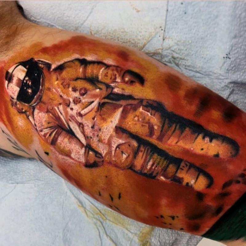3D grande bello colorato astronauta tatuaggio su braccio
