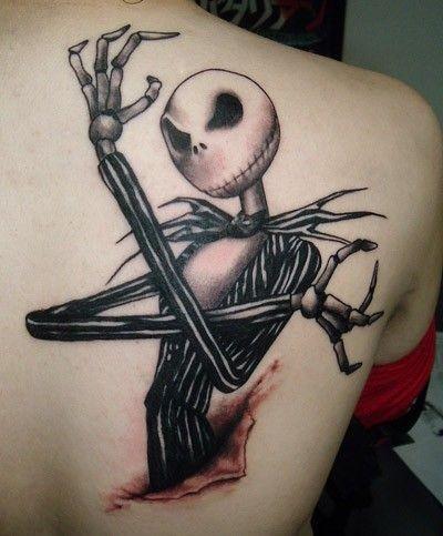 Tatuaje en el hombro, héroe de película  la novia cadáver