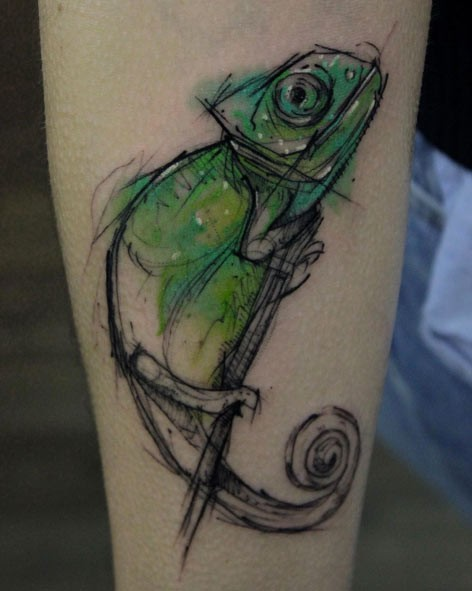 3D like very detailed half colored forearm tattoo of cool lizard