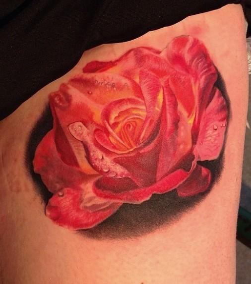3D molto realistico rosa rosa tatuaggio su coscia
