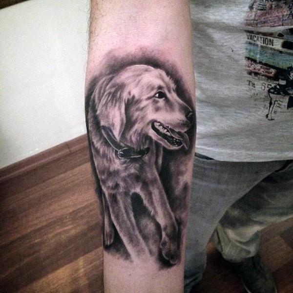 Tatuaje en el antebrazo, perro querido de cuerpo entero