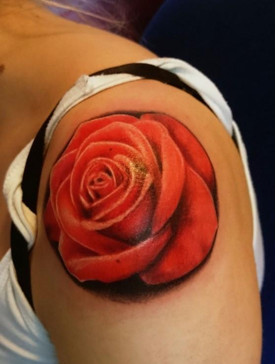 3D realistico dettagliato solito colorato grande rosa tatuaggio su spalla