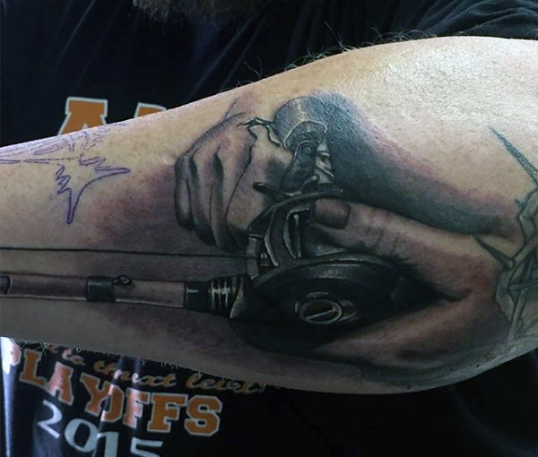3D realistico nero e bianco canna da pesca tatuaggio su braccio