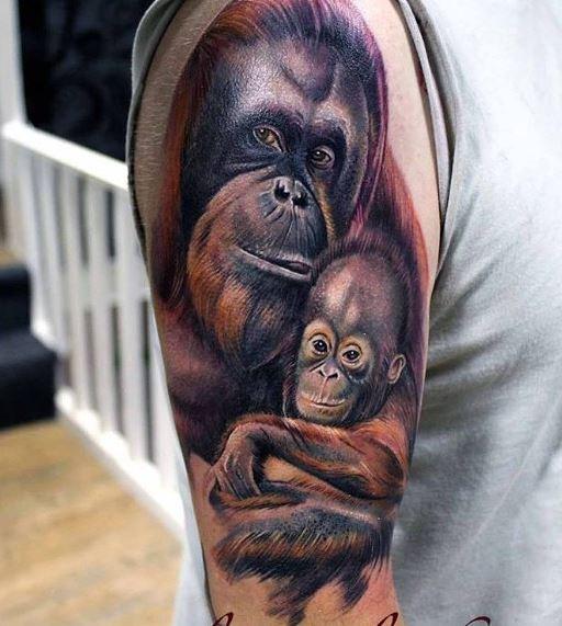 3d realistico scimmia con scimmietta tatuaggio a mezza manica