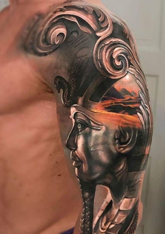 3d realistico statua del faraone tatuaggio sulla spalla