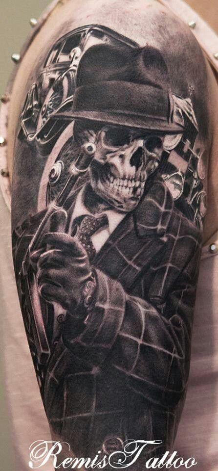 3D   realistico molto dettagliato massiccio scheletro mafioso  tatuaggio sulla spalla