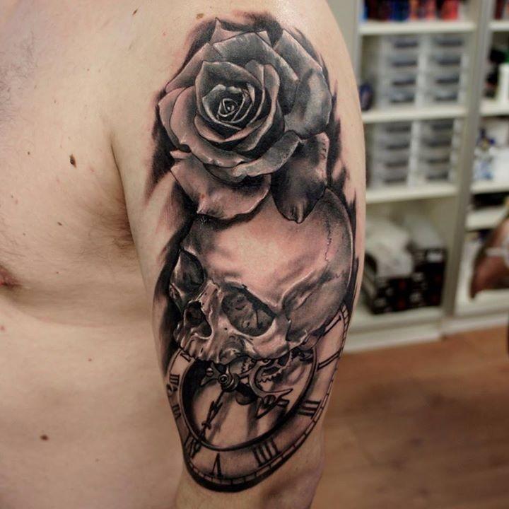 3d Stil Schwarze Und Weisse Alte Uhr Und Schadel Tattoo Auf Der