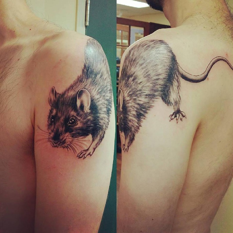 3D style colored shoulder tattoo of small rat