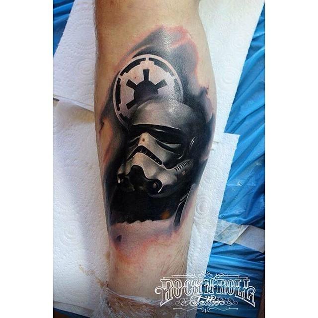 3D style cool looking Storm trooper helmet tattoo on leg