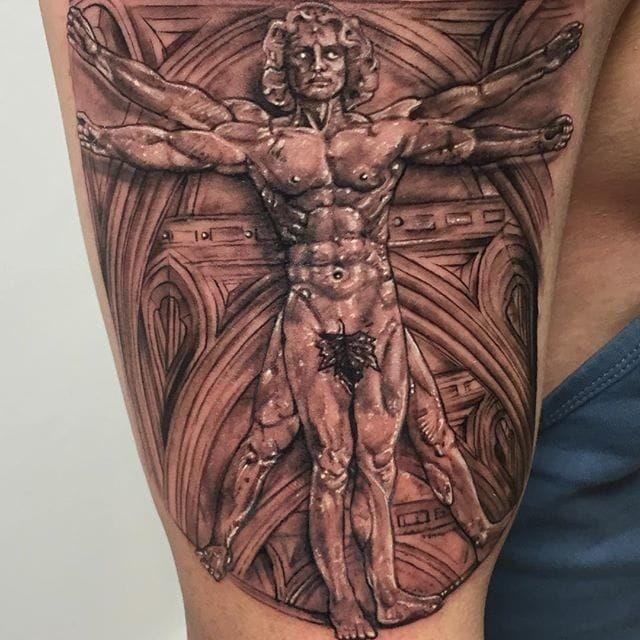 Tatuaggio del braccio dettagliato in stile 3D della statua dell&quotuomo vitruviano