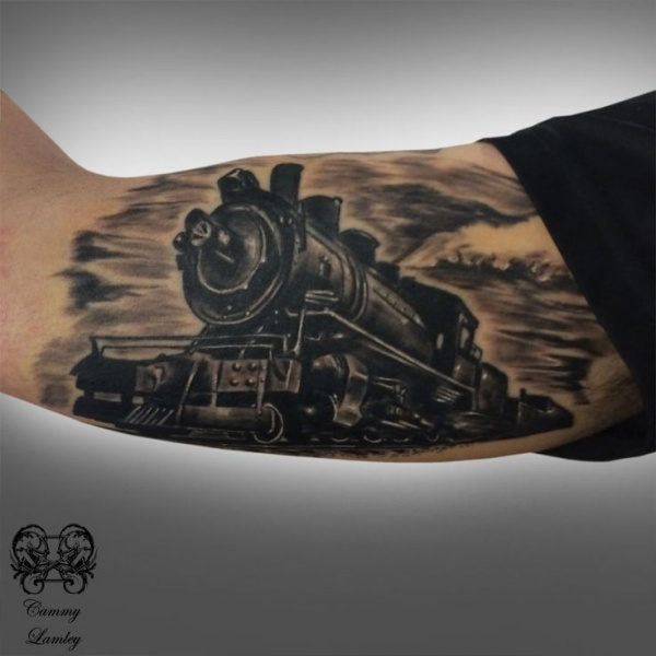 3D style detailed biceps tattoo of enormous train
