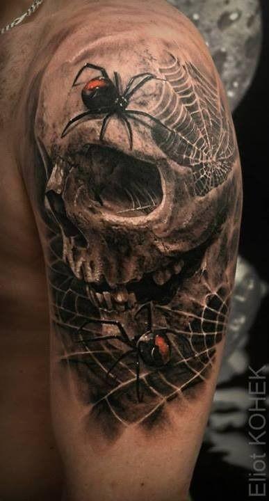 Tatuaggio del braccio umano dettagliato in stile 3D con ragni