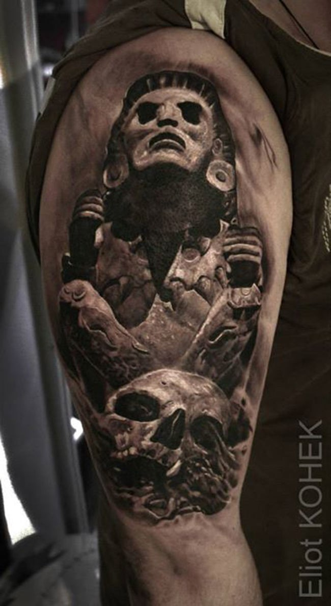 7419b4ac52461 3D style detailed upper arm tattoo of ancient statue with human skull by Eliot  Kohek