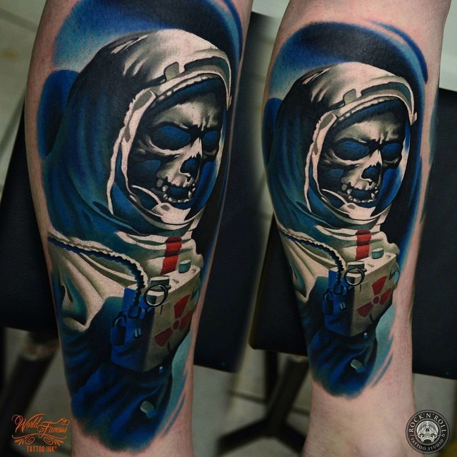 3D style realistic looking leg tattoo of space man skeleton