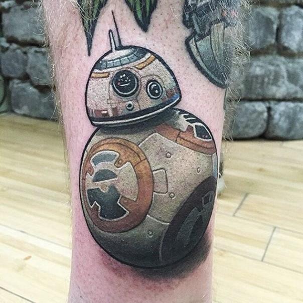 3D very detailed big star droid tattoo on leg
