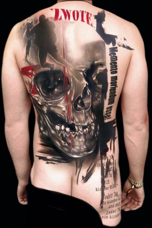3D molto realistico colorato stile bandito massiccio cranio e lettere tatuaggio pieno di schiena