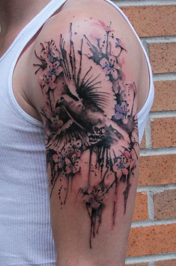 eccezionale nero e bianco colomba con fiori in schizzi tatuaggio a mezza manica