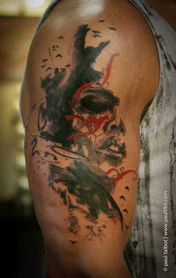 Tatuaggio di strani ornamenti con il braccio colorato di stile Astract