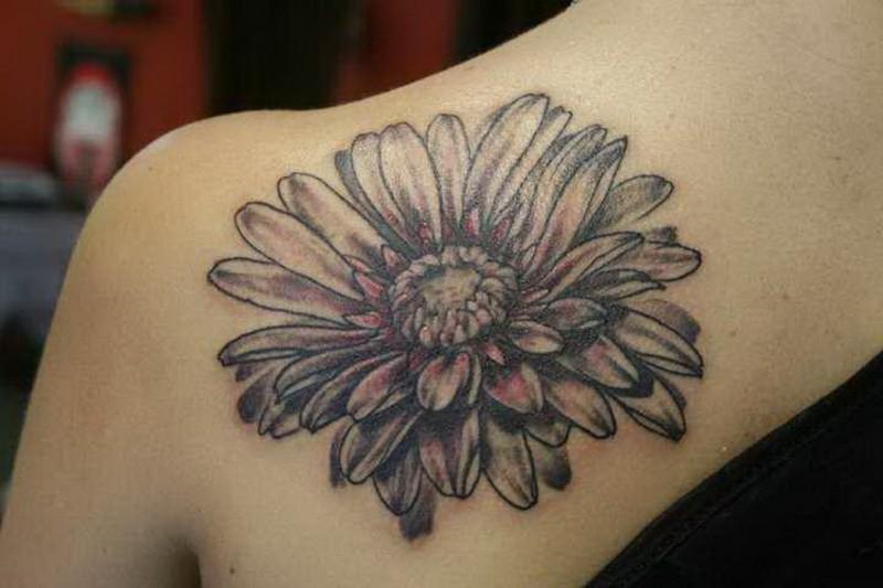 b99f8748285c9 Awesome black-and-white daisy flower tattoo on back - Tattooimages.biz