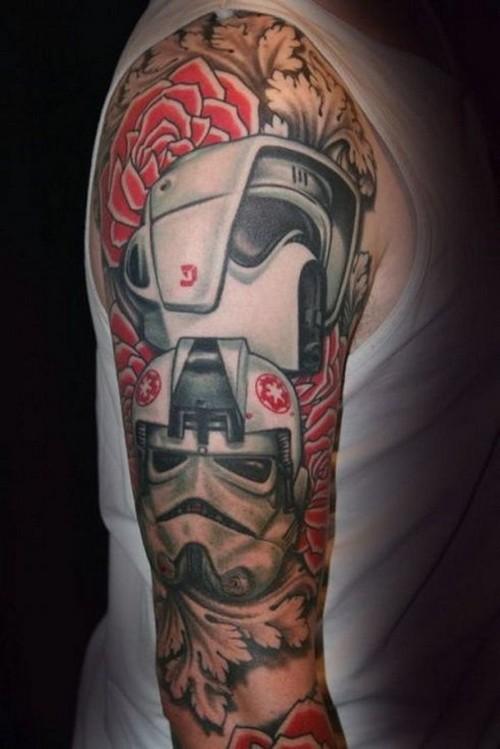 Tatuaje en el brazo, robots increíbles con rosas rojas