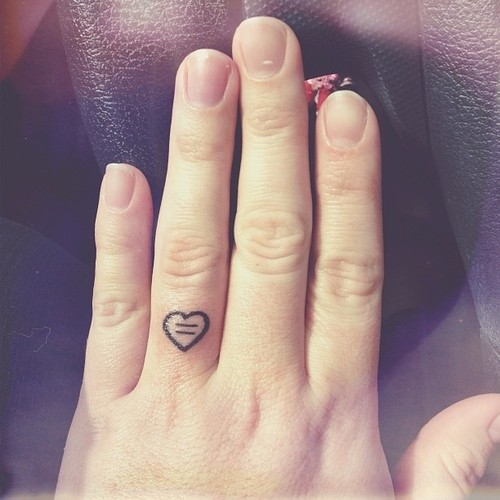 Awesome small black-contour heart tattoo on finger