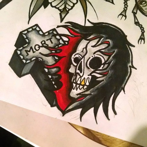 Black-and-red death head with a thick quoted cross tattoo design