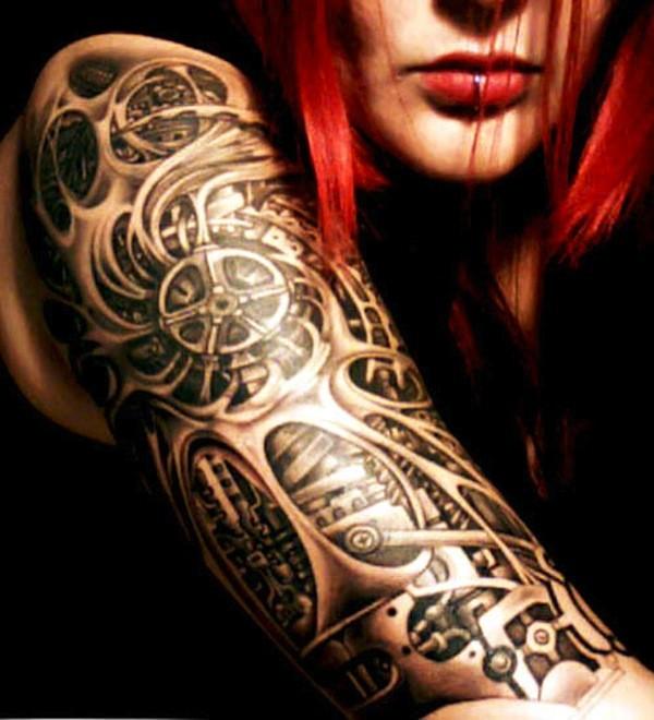 nero e bianco biomeccanico con ruote dentate tatuaggio su braccio