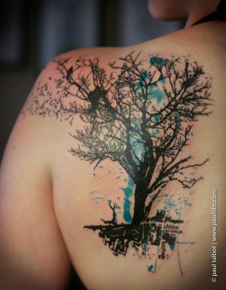 Blackwork style large scapular tattoo of dark tree with lettering