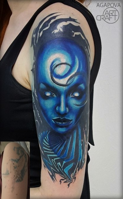 Blue alian woman tattoo on shoulder