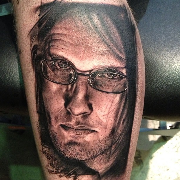 Breathtaking very realistic painted leg tattoo of man with glasses