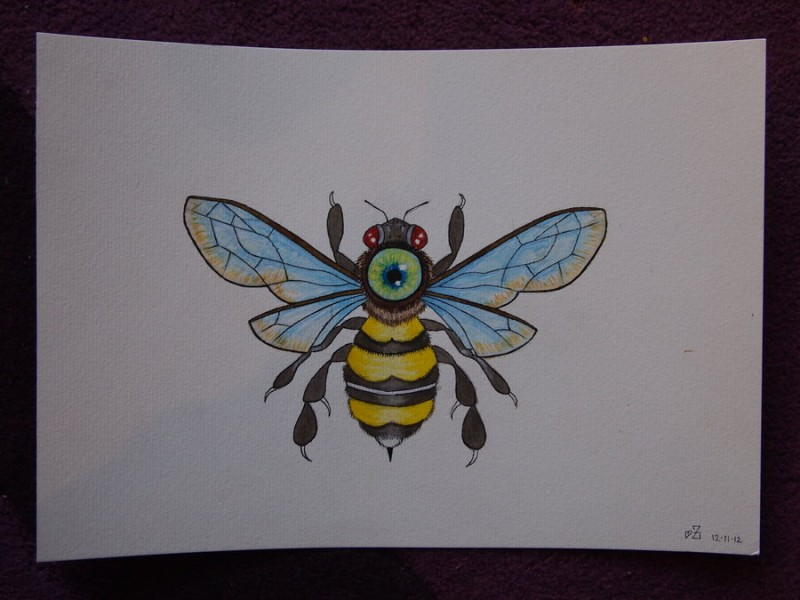 Colorful red-eyed bee with round eye print on neck tattoo design
