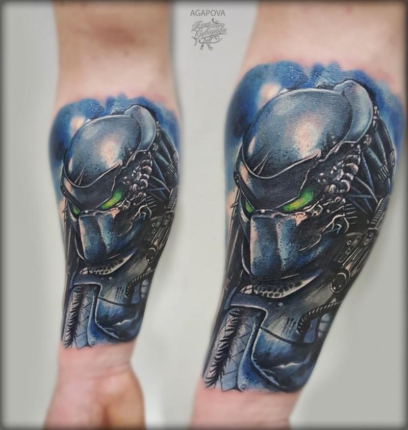 Raffreddare il tatuaggio Predator sull&quotavambraccio