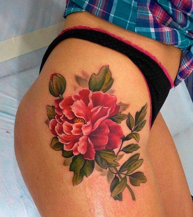 Cool rosy peony flower tattoo on thigh