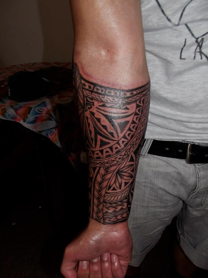 Cool tribal sleeve tattoo for men on forearm for Cool forearm tattoos