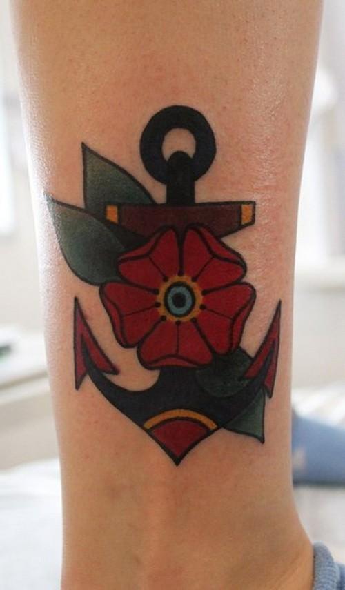 carina  vecchia scuola ancora con  bellissimo fiore tatuaggio su caviglia