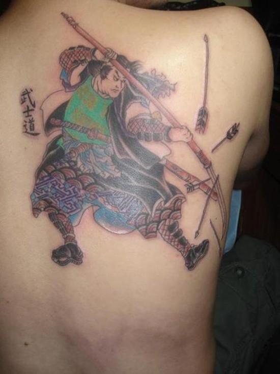 samurai respinge frecce tatuaggio sulla schiena