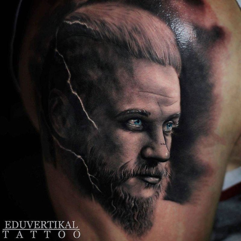 Gorgeous portrait of Ragnar tattoo by Eduvertikal