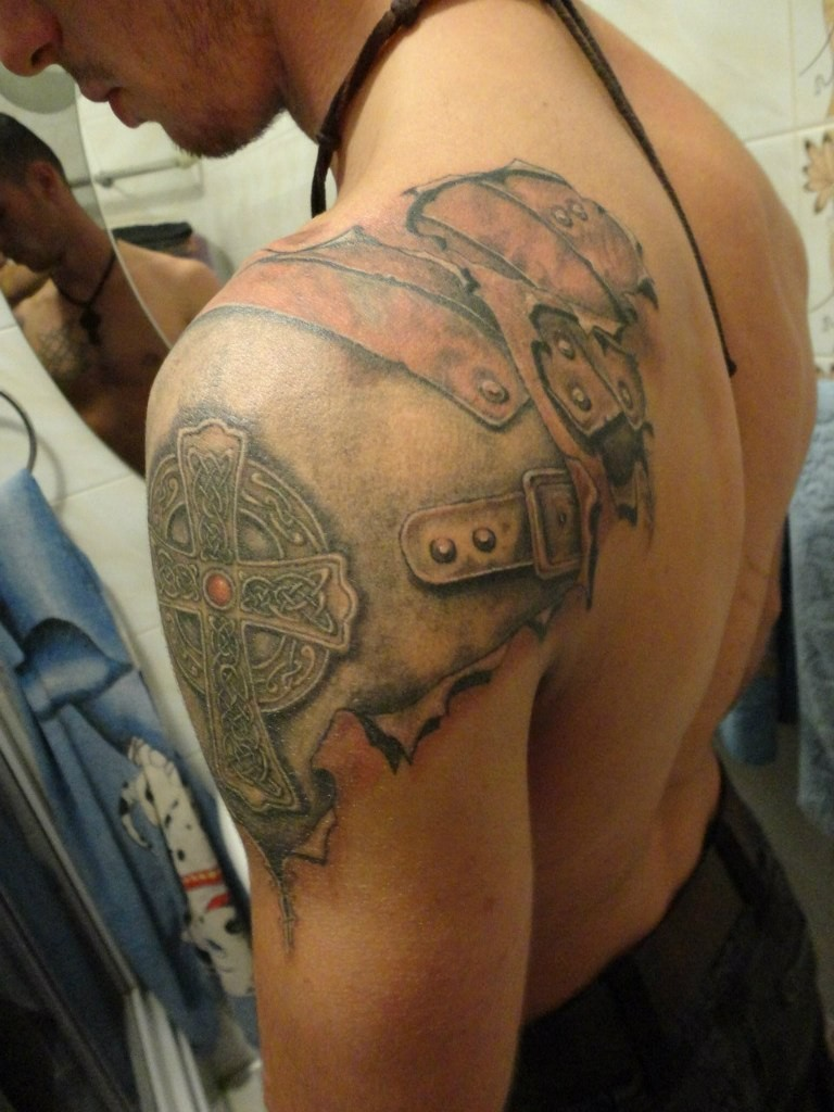 Great armor with Celtic cross tattoo on shoulder