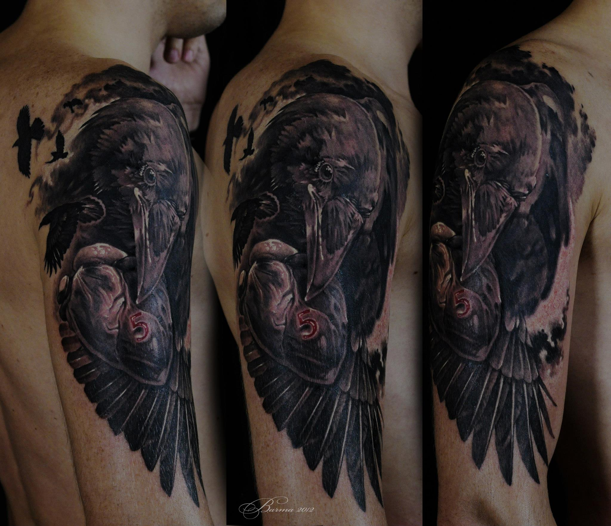 Great black raven tattoo on shoulder