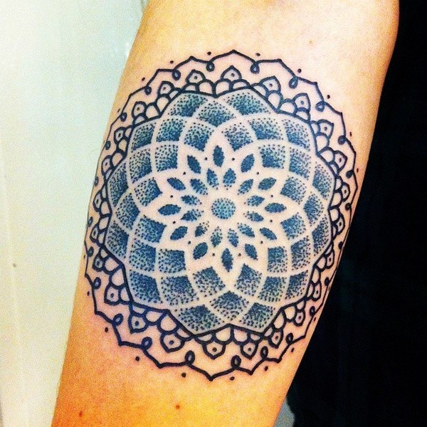grande fiore di vita  blu tatuaggio su braccio