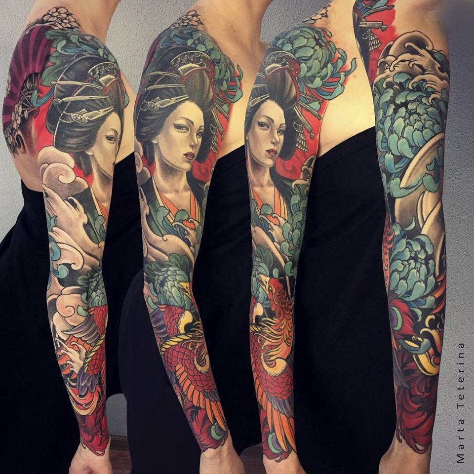 Gran tatuaje japonés de manga completa con geisha y fenix