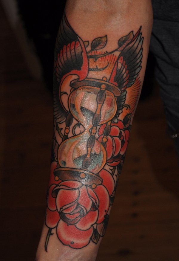 Great old school wigned hourglass with roses tattoo for guys on forearm