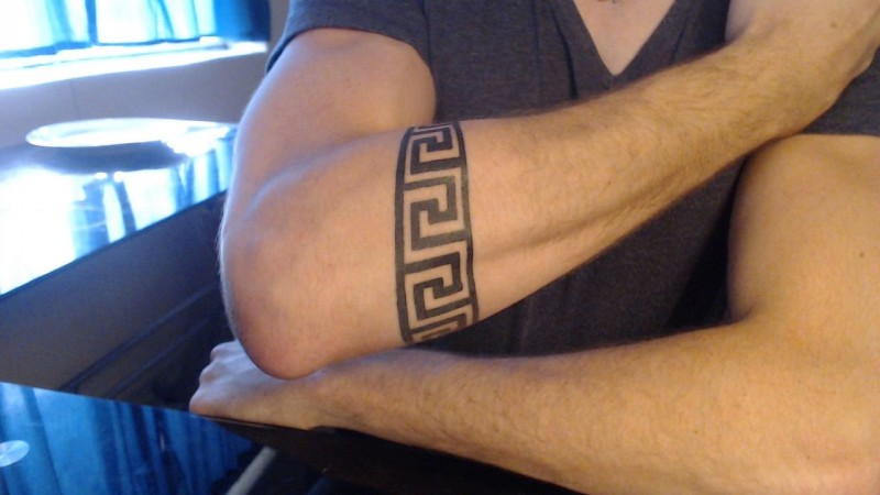 Great ornamented band tattoo on forearm