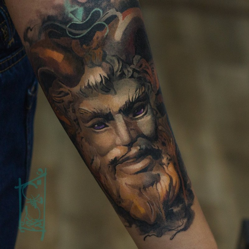 Great sttuue face tattoo on forearm