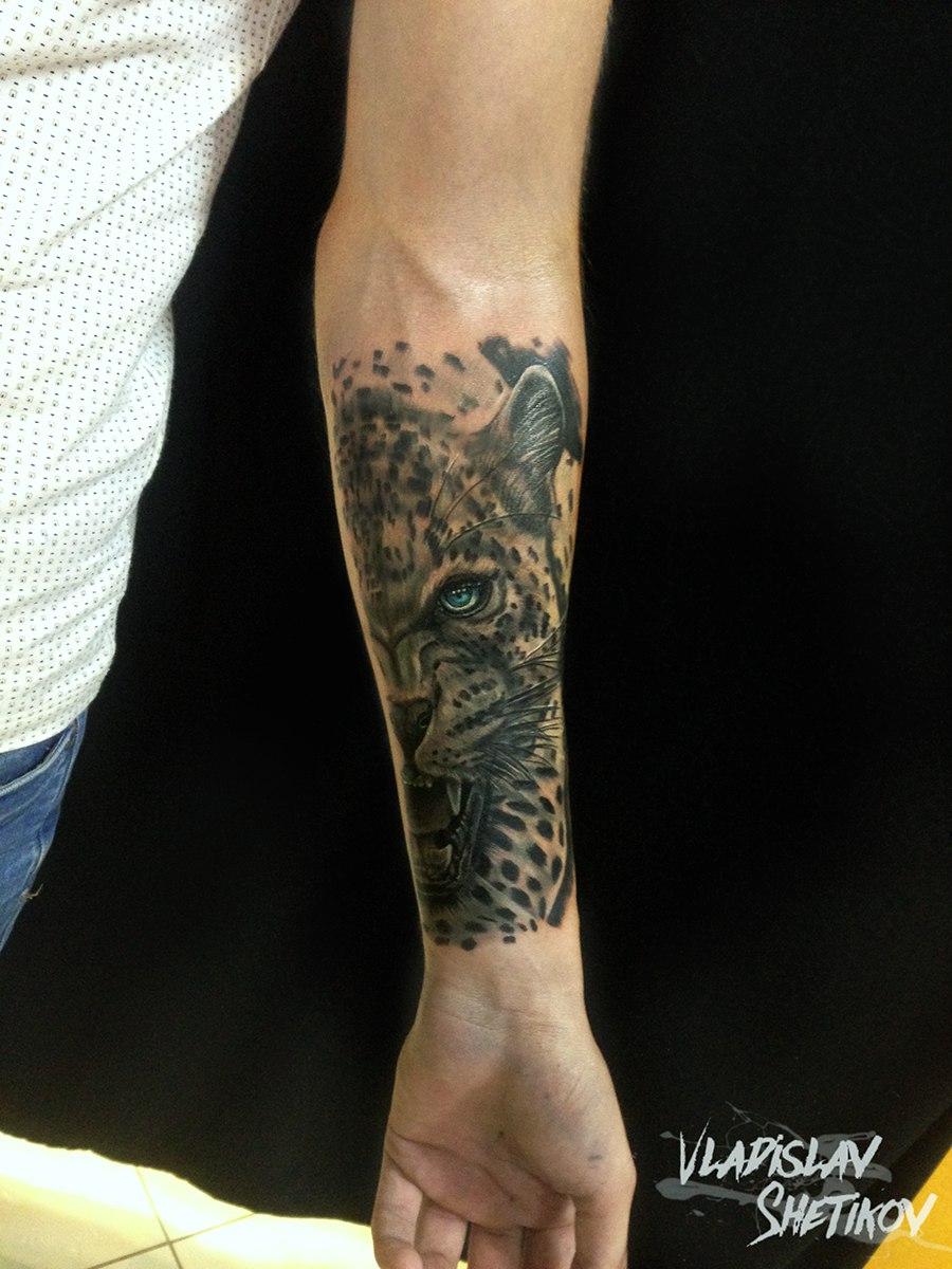 Tatuaggio di leopardo grigio inchiostro sull&quotavambraccio