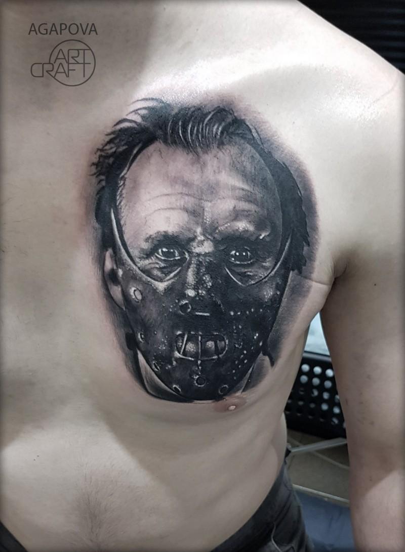 Tatuaggio Hannibal lecter sul petto